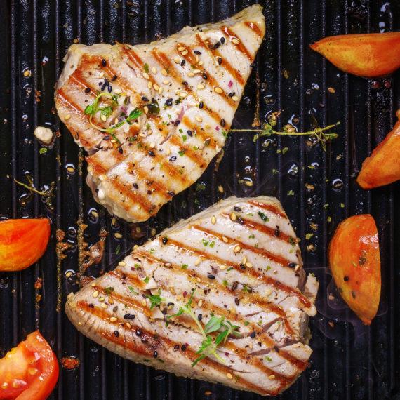Steak de atún a la parrilla